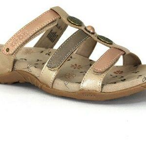 "Taos ""Prize"" sandals. Size 10"